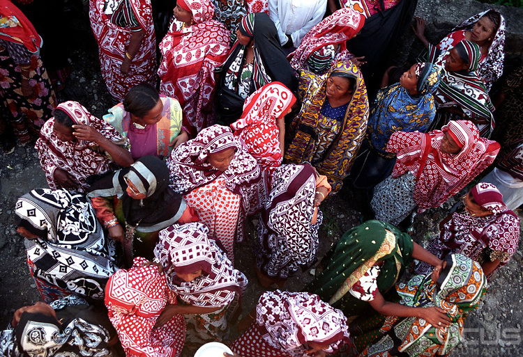 femmes comoriennes en chiromani (c) http://africanfashiondesign.net