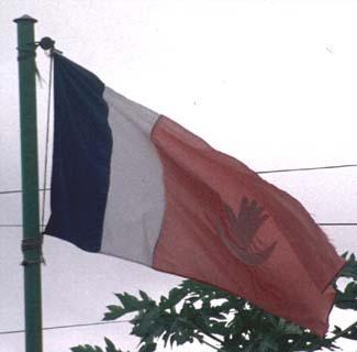 Drapeau hissé à Anjouan en 1997 (c) flagspot.net