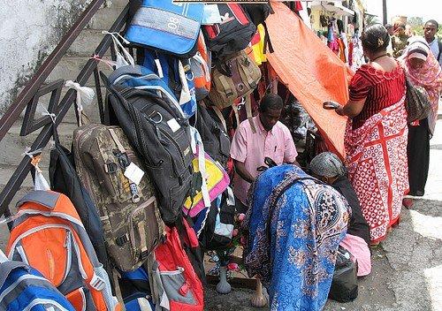 Marchand ambulant aux Comores - (c) news-comores.skyrock.com