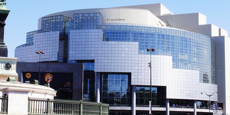 En 1982, décision est prise de construire un nouvel Opéra à Paris.  lamomiedepaques.com